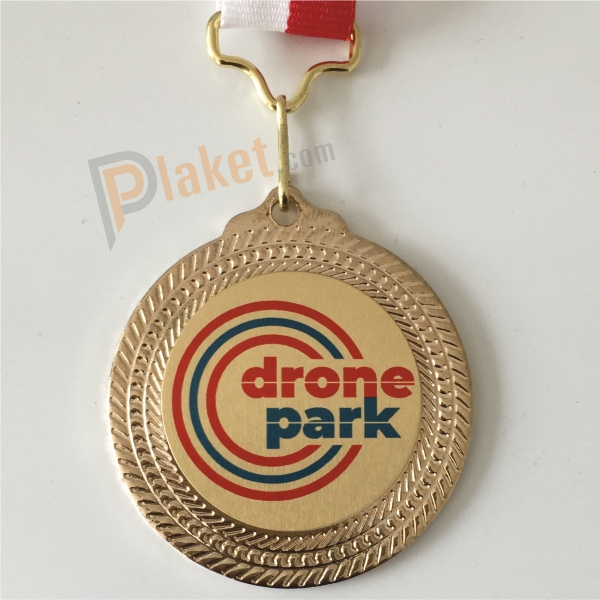 Drone yarışları düzenleyen dronepark firması madalyası